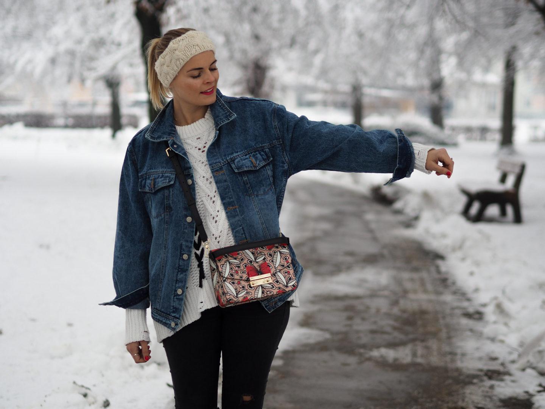 Wie du eine Jeansjacke auch im Winter tragen kannst