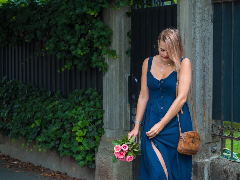 Outfit – langes blaues Sommerkleid