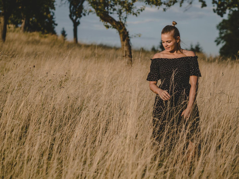 Outfit   Offshoulder Dress & Safarifeeling am Land