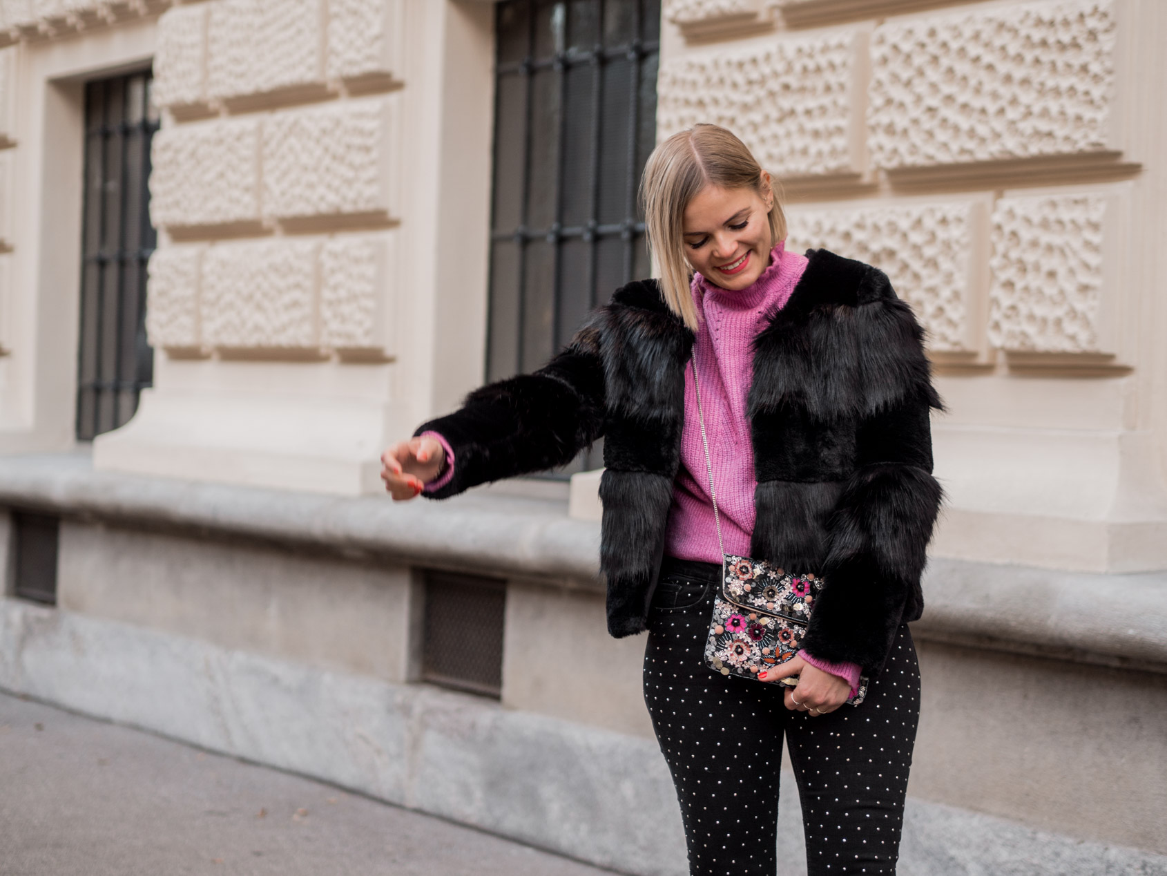 Outfit | Polka Jeans, Chelsea Boots, Strickpullover und Fake Fur Jacke