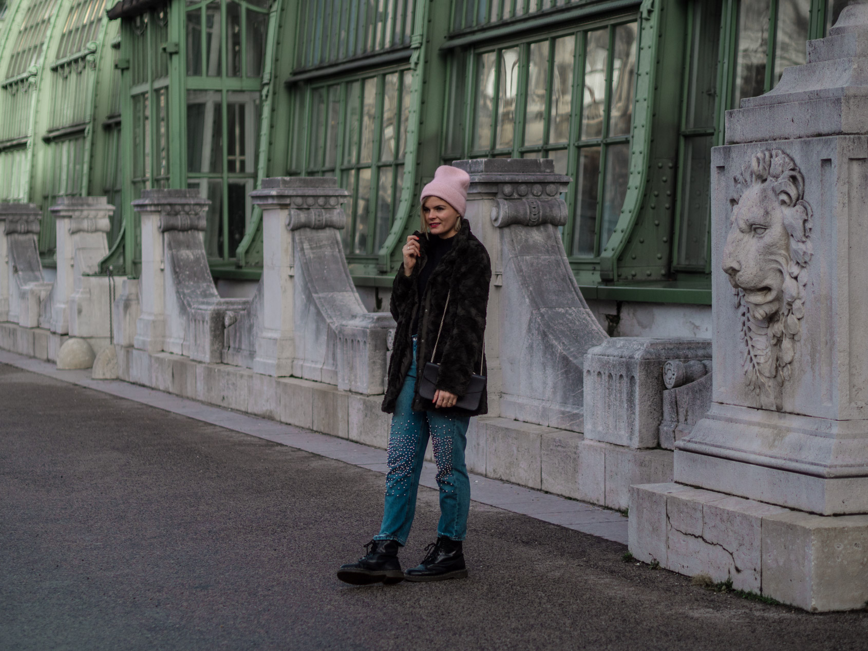 Outfit | Jeans mit Fake Fur Jacke & Dr. Martens